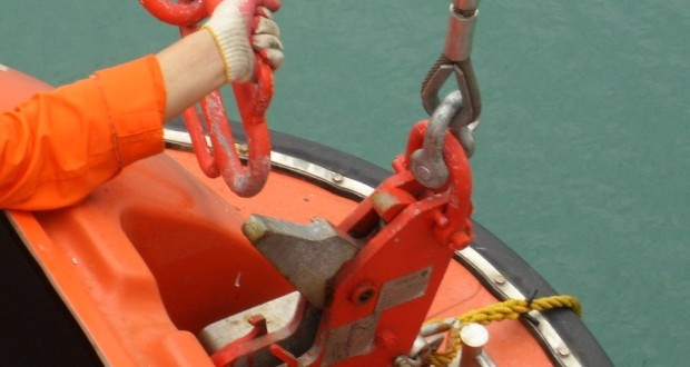 Release_Mechanisms_for_Rescue_Boats-620x330